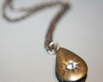 Vintage Dainty Tear Drop Locket Necklace - 16 inches