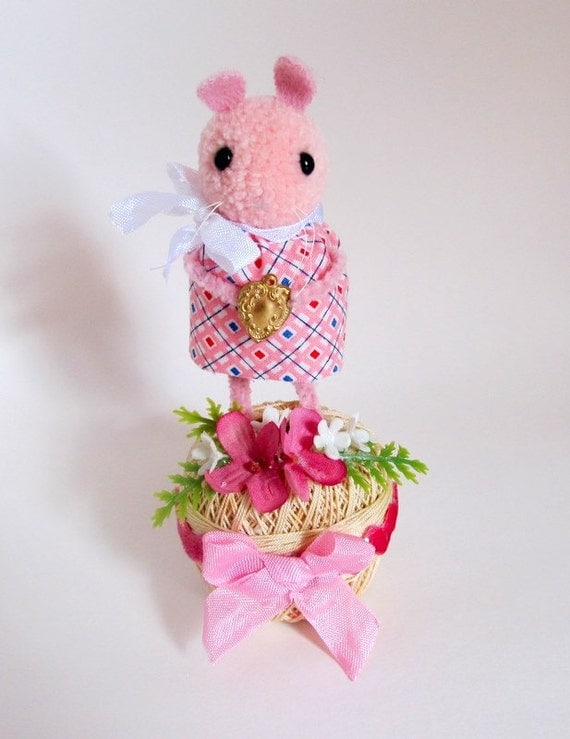 SALE   Vintage Style Mothers Day Mouse Wool Soft Sculpture Gift for Mom