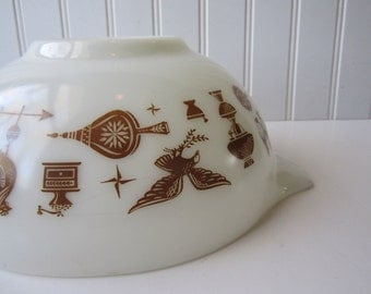 Vintage Pyrex Early American Brown White Cinderella 2.5 Qt Mixing Bowl