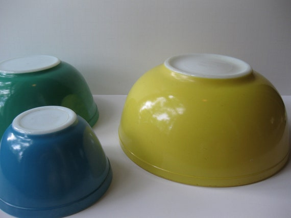 Vintage Classic Primary Pyrex Bowls Set of Three
