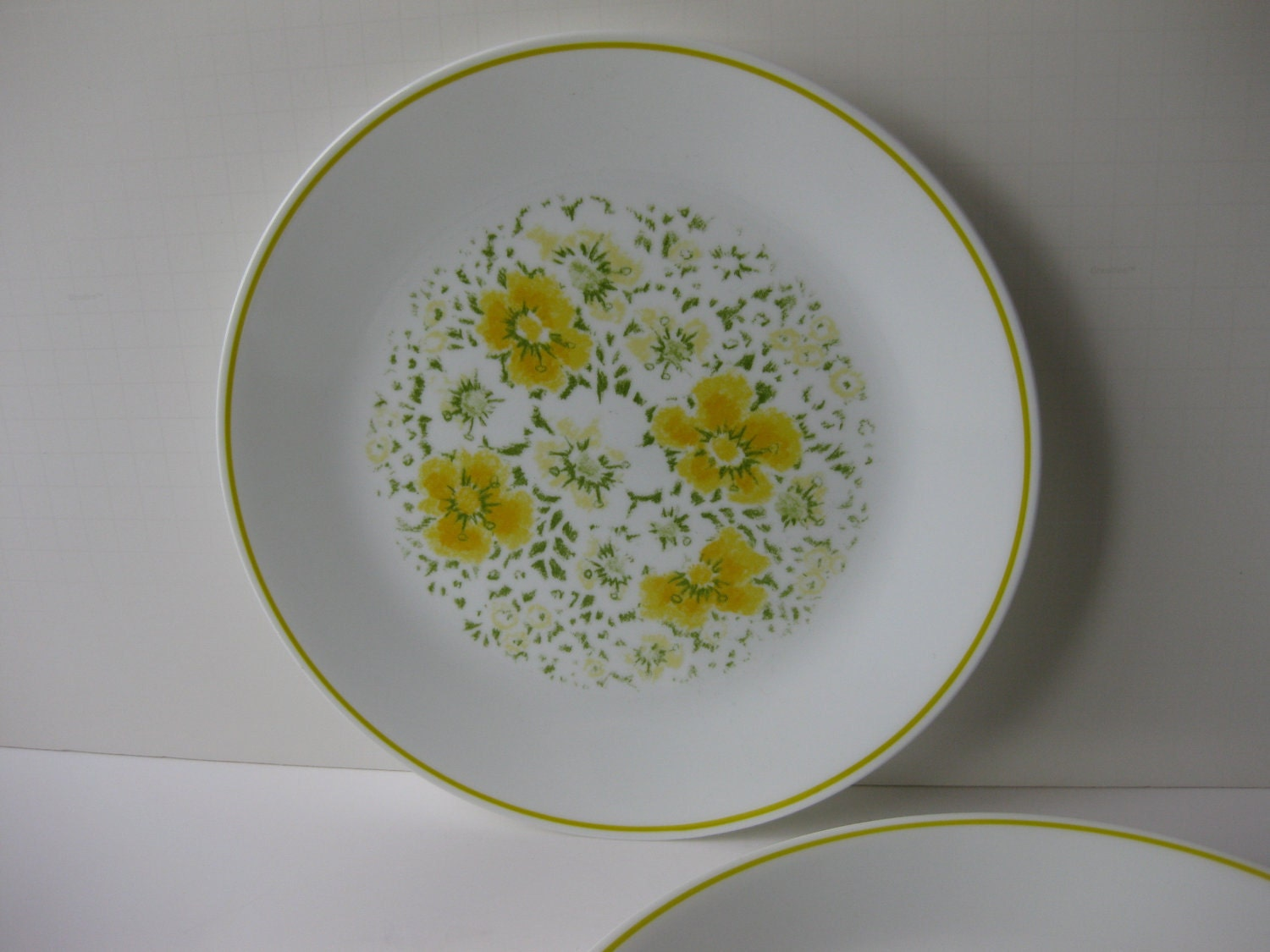 Vintage Corelle April Green And Yellow Floral Dinner Plates