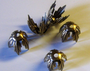 Antique Brass Pronged Gothic Leaf Bead Caps 13mm (bcb3vjsc10)