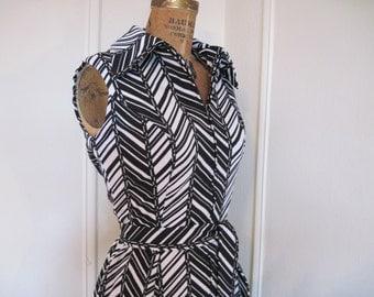 1960s MOD Black and White Chevron Striped Dress - vintage op art - size medium