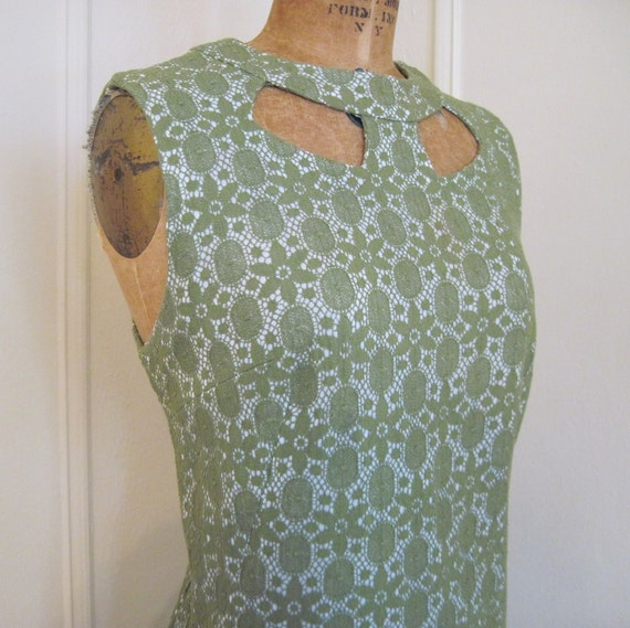 vintage 60s Green Lace Cocktail Dress with Cut Outs at the Neck - size medium to large