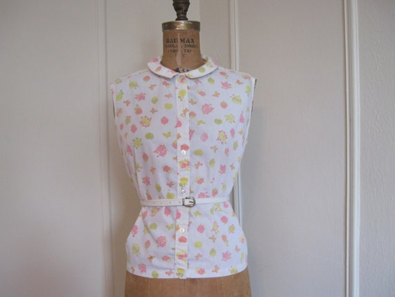 1950s White Cotton FRUITS Sleeveless Blouse, strawberries, apples, butterflies and more, m/l