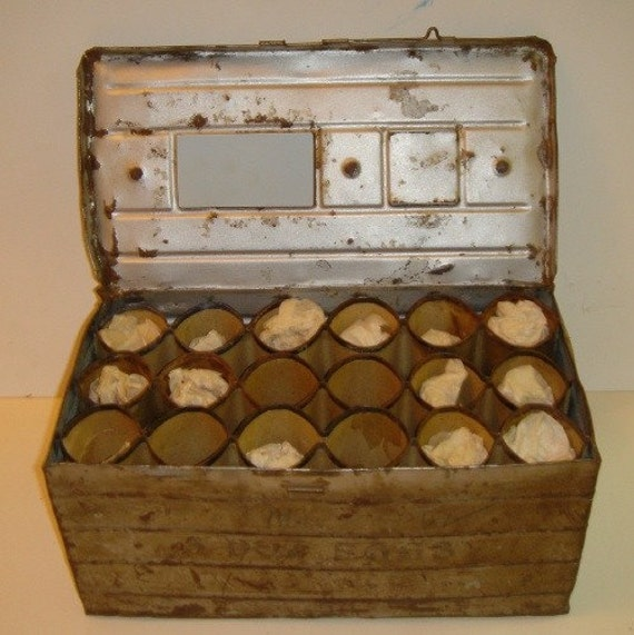 Antique 3 dozen metal egg shipping crate for Metal shipping crate