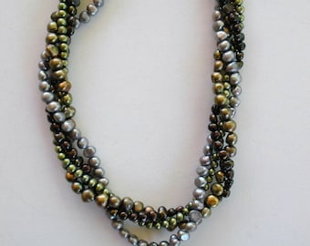 Splashes of Pearls necklace