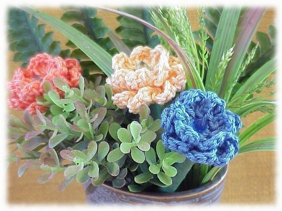 Free Crochet Pattern For Mum Flower : PATTERN for Crocheted Flowers Mum Daisy Carnation for Pens