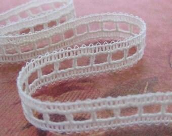 1 Yard of Cream Geometric Lace Trim 1/2 Inch Wide