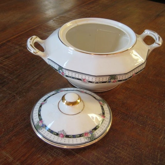 PAY IT FORWARD Vintage Covered Dish with a sweet design