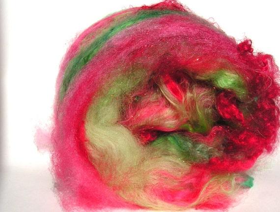XSive Art Batt 4.58 oz  130 grams  YUMMY MAC  Soft Chunky Spinning Fiber Red Green