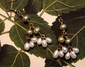 White and green pearl earrings, dangle pearl earrings, handmade pearl earrings, freshwater pearl earrings