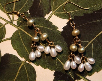 White and green pearl earrings, dangle pearl earrings, handmade pearl earrings, freshwater pearl earrings