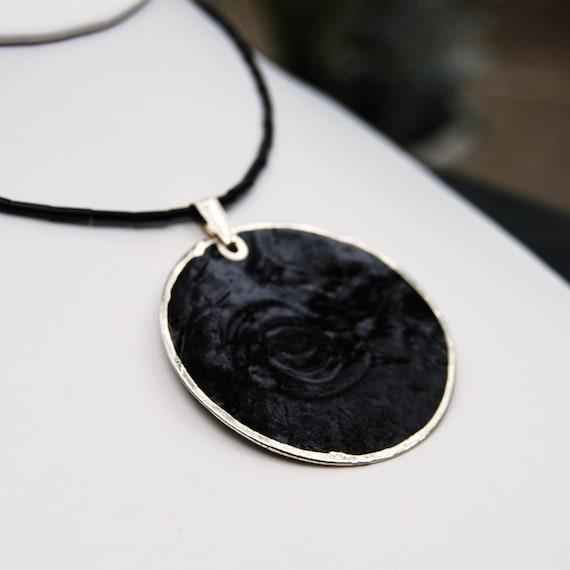 Black Shell Pendant Necklace