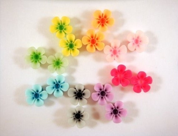 16 Flower Cabochon Beads Assortment Resin, 13mm Two Toned - No Holes - 16 pc - 4649