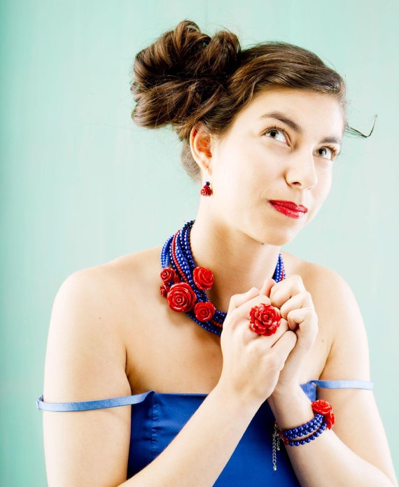 Frida necklace in Cobalt blue Jade and coral red