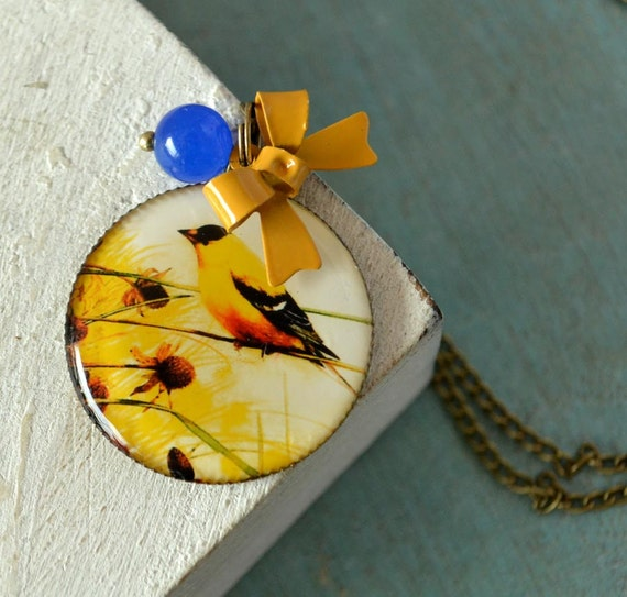 Be my Bird  medaillon  necklace in brass - bleu jade stone and bright yellow bow