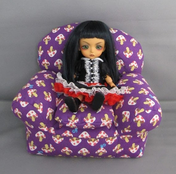 Overstuffed chair for blythe and small bjds purple mushrooms for Small stuffed chairs