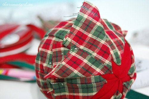 Quilted CD Ornaments - Christmas Crafts, Free Knitting Patterns