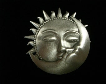 jj pewter pin kissing SUN AND MOON
