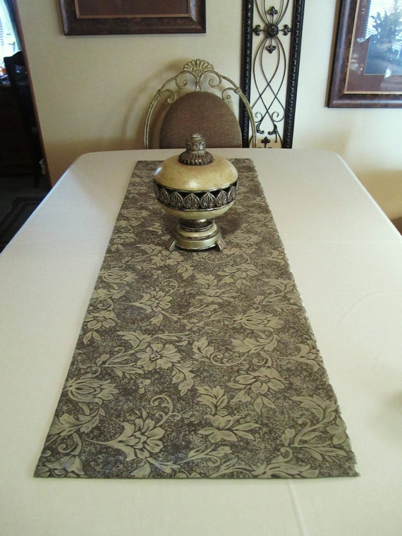 Table runner bed throw decor grey green jacquard floral for Table th row group