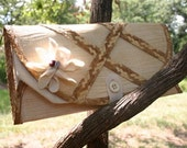 Summer Breeze. A recycled clutch by Kimerie