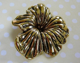 Vintage .. Brassy Resin Flower Pendant or Focal