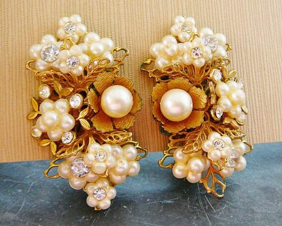 Vintage .. Beaded Earrings, Clear Rhinestones, Faux Pearl, Wedding, Bridal, Flower, Clip on