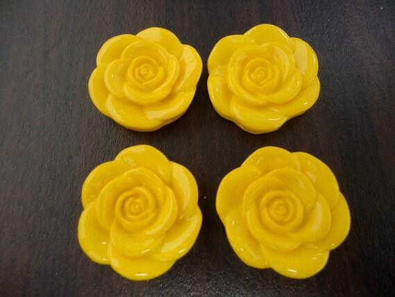 33mm Yellow Resin Flower Beads (4x)