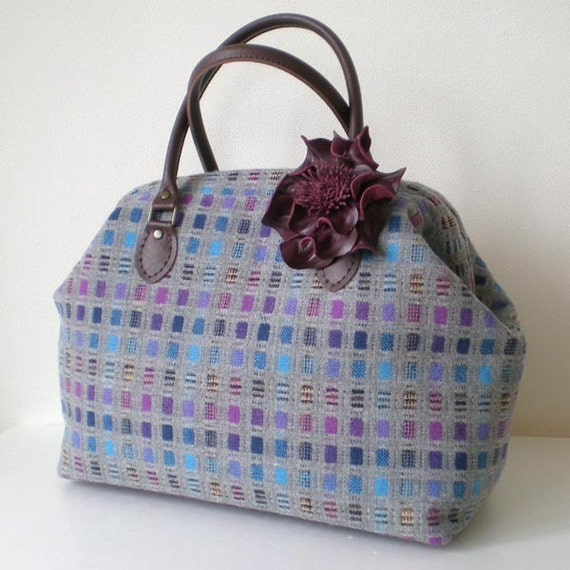 Tweed Wool Boston bag with a leather corsage- rectangle pattern in grey