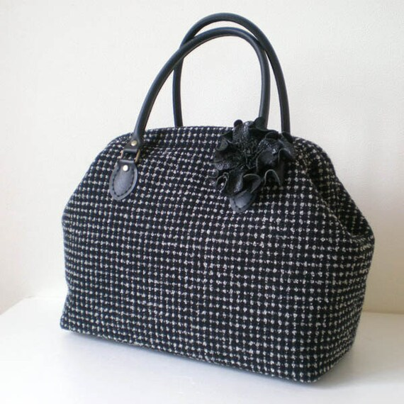 Tweed Wool Boston bag with a leather corsage- Dots in Black
