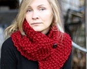 TWISTED Neckwarmer with Buttons in Cranberry