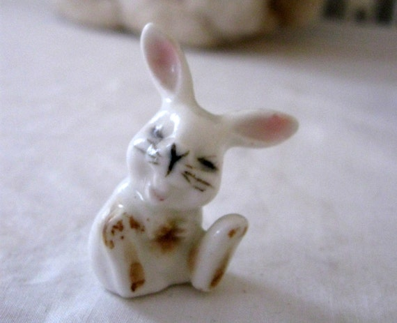Itty Bitty Hagen Renaker Rabbit Figure