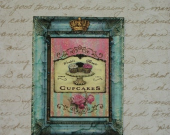 CUPCAKES and Gold Crowns - A set of 12 tags -  M36