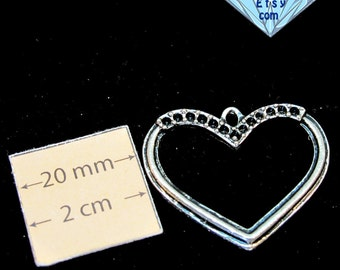 Antiqued Silver 30mm x 25mm Heart Pendant, 1070-03