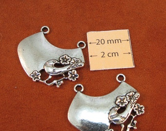 Antiqued Silver Bird Design 35mm x 30mm Centerpiece Pendant, Set of 2, 1002-36