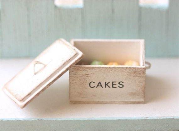 Dollhouse Miniature Food - Miniature Shabby Chic Cake Box