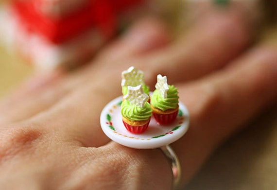 Food Jewelry - Christmas Cupcakes Ring - Gifts under 50