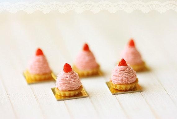 Dollhouse Food Miniatures - Strawberry Mont Blanc Dessert 1/12 Dollhouse Miniature Scale