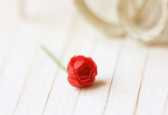 Dollhouse Miniature Flowers - Elegant Red Rose Single Stalk 1/12 Dollhouse Scale