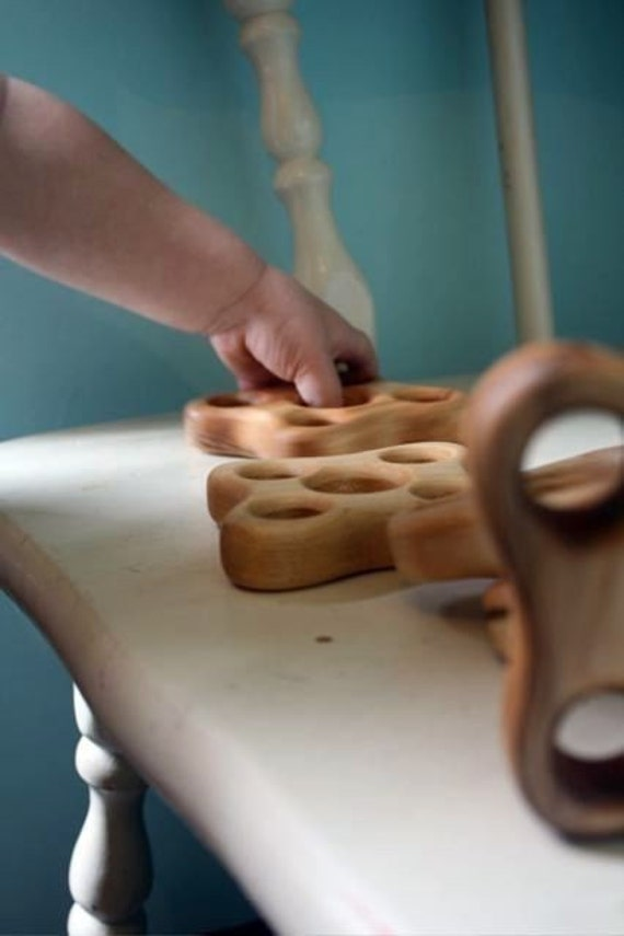 NATURAL Teether Organic The HOLEY maple grabbing and exploration teething toy