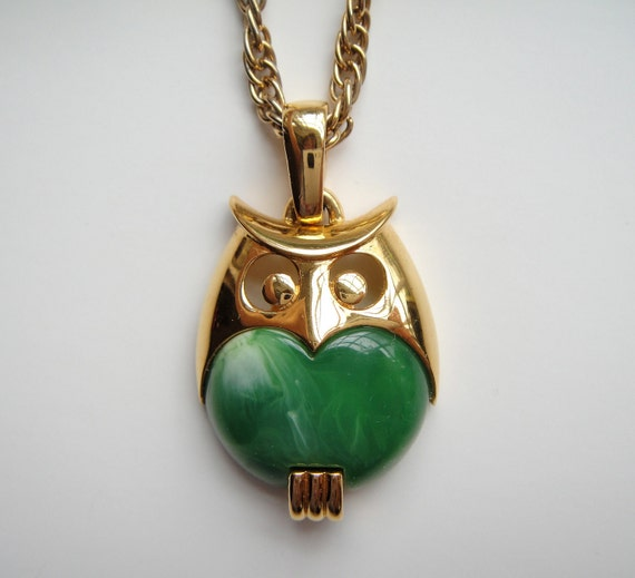 Trifari Green Marbleized Lucite Belly Owl Pendant Necklace