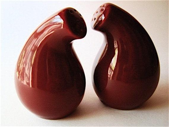 Shmoo 1940 39 s biomorphic design salt and pepper shakers in Designer salt and pepper shakers