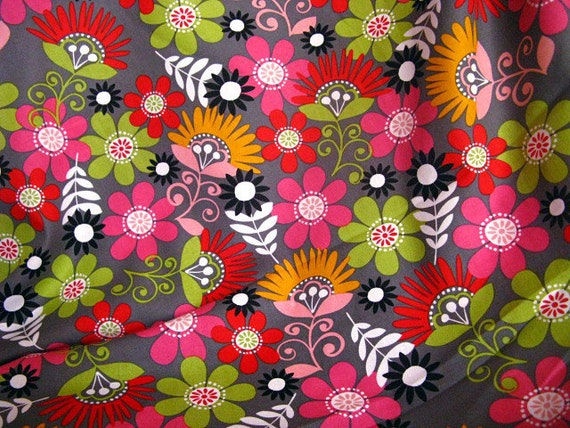 2747 - Kawaii Floral Cotton Fabric - 44 Inch (Width) x 1/2 Yard (Length)