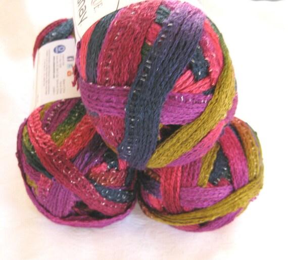 Red Heart Sashay yarn, MAMBO,  ruffling mesh yarn, ruffled scarf yarn