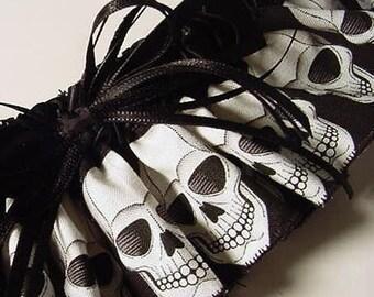 Wedding garter Goth Skull Garter Wedding Bride Black and White Punk Rocker