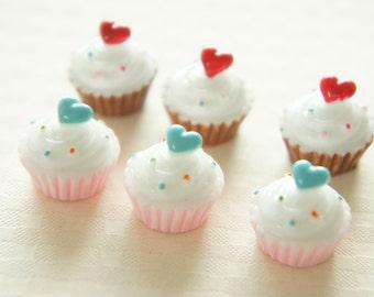 8 pcs Heart On Top Cupcake Cabochon (16mm) CD376