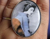 Vintage Shy Geisha Cocktail Ring