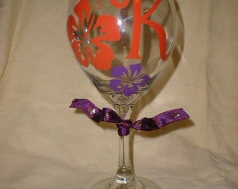 Personalized hibiscus wine glass perfect for Bridesmaids