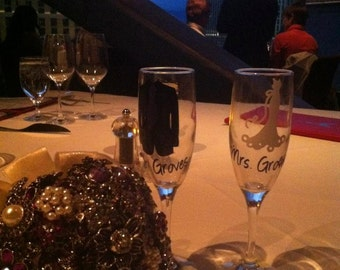 Set of 2 Toasting Bride and Groom glasses